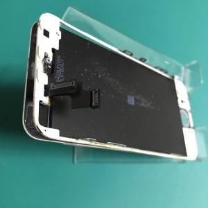 iPhone5sで画面浮きによりデジタイザーケーブルが断線した様子