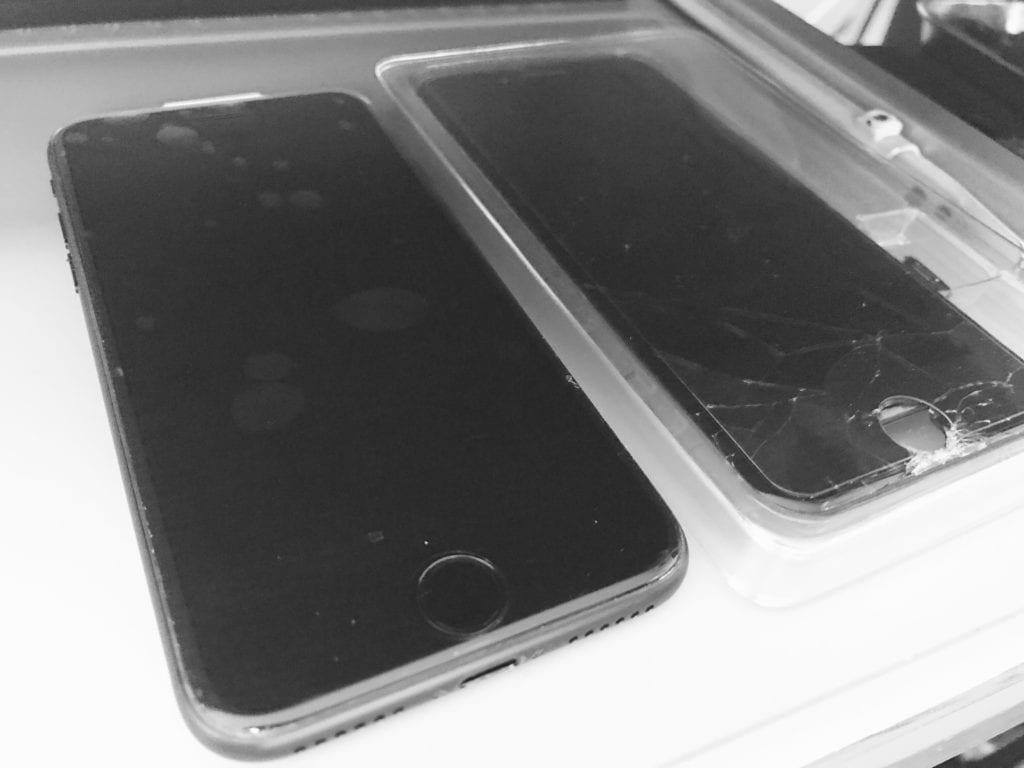 iPhone7の修理始めてました