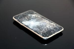 iPhoneの画面割れなどを自分で修理をする傾向に