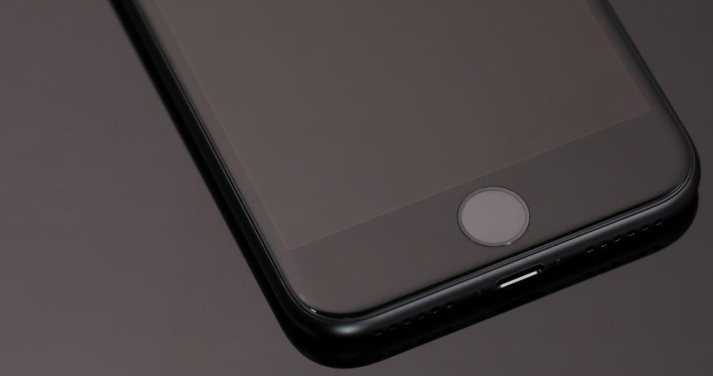 iPhoneを落として画面が真っ暗で映らなくなる原因