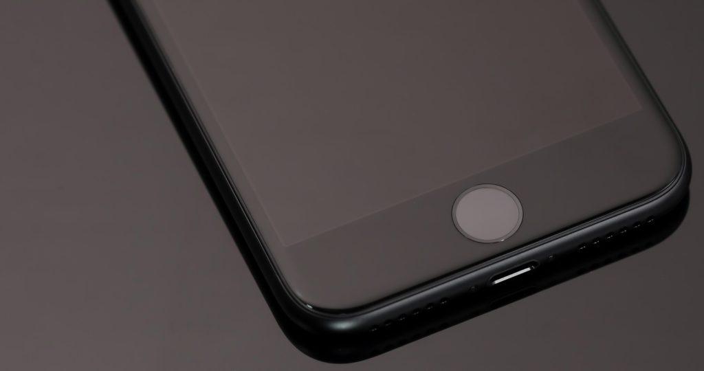 iPhoneを落としてから画面が真っ暗で映らない原因