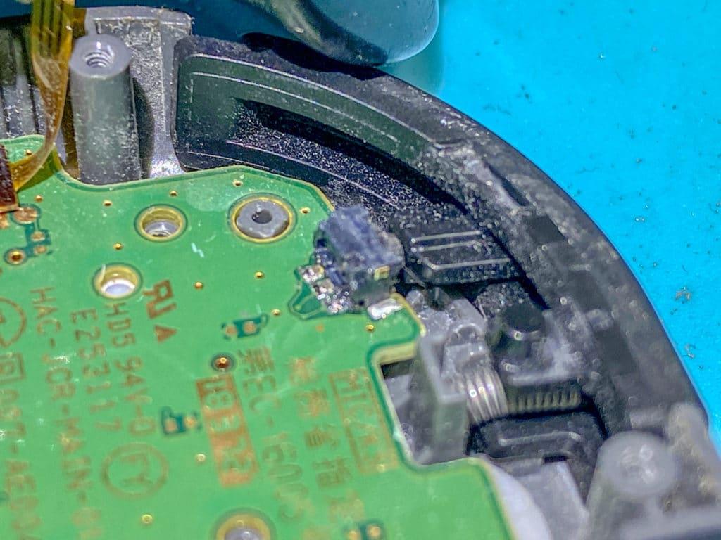 ハンダ溶接したRボタンスイッチ