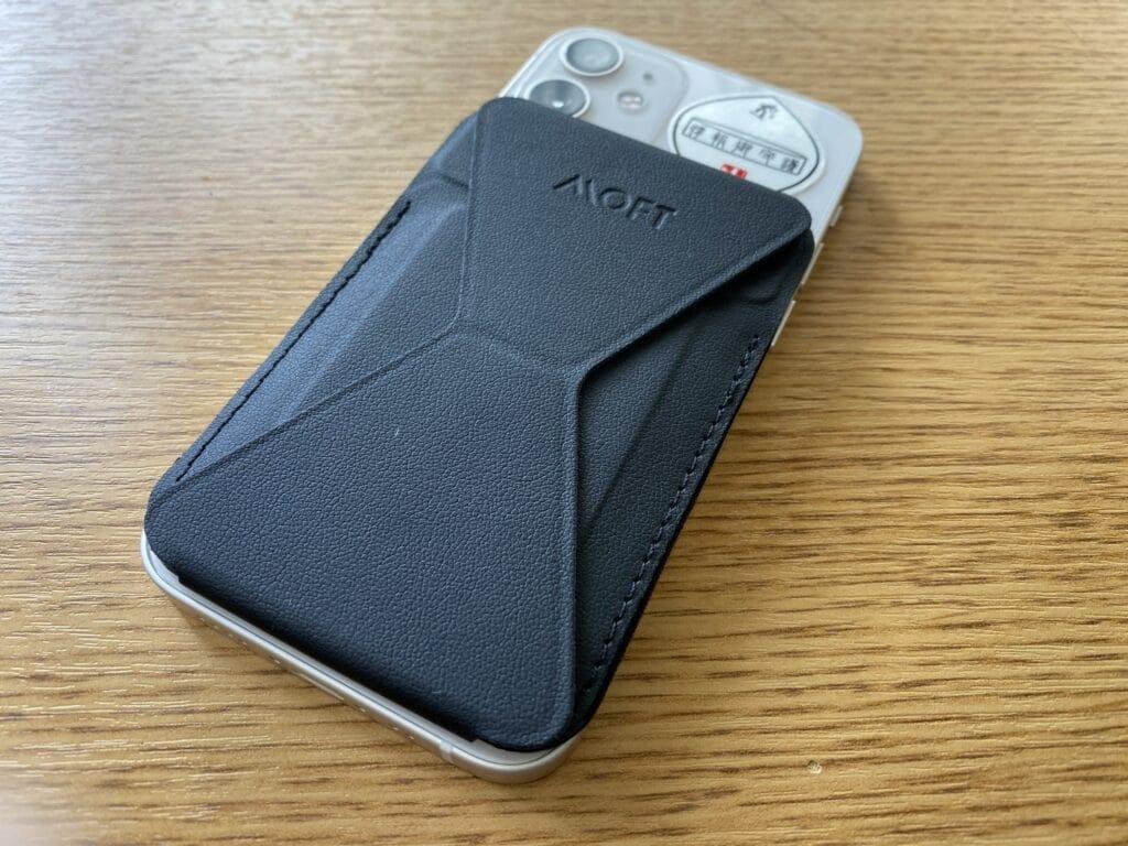 MOFT マグネットスマホスタンドiPhone12miniに装着