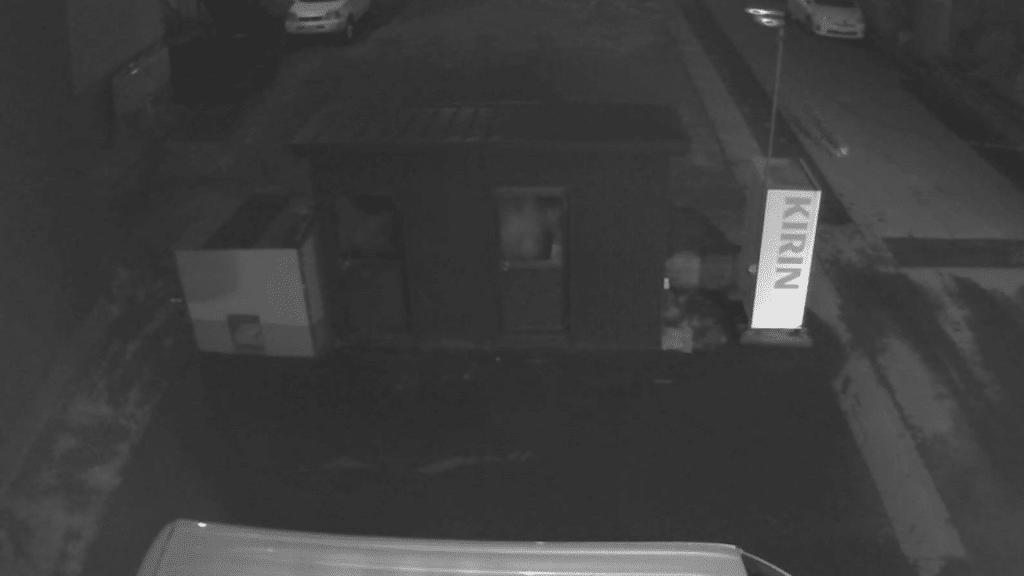 深夜に店舗の犬小屋が荒らされる・・・防犯カメラが捉えた映像で驚きの事実が!