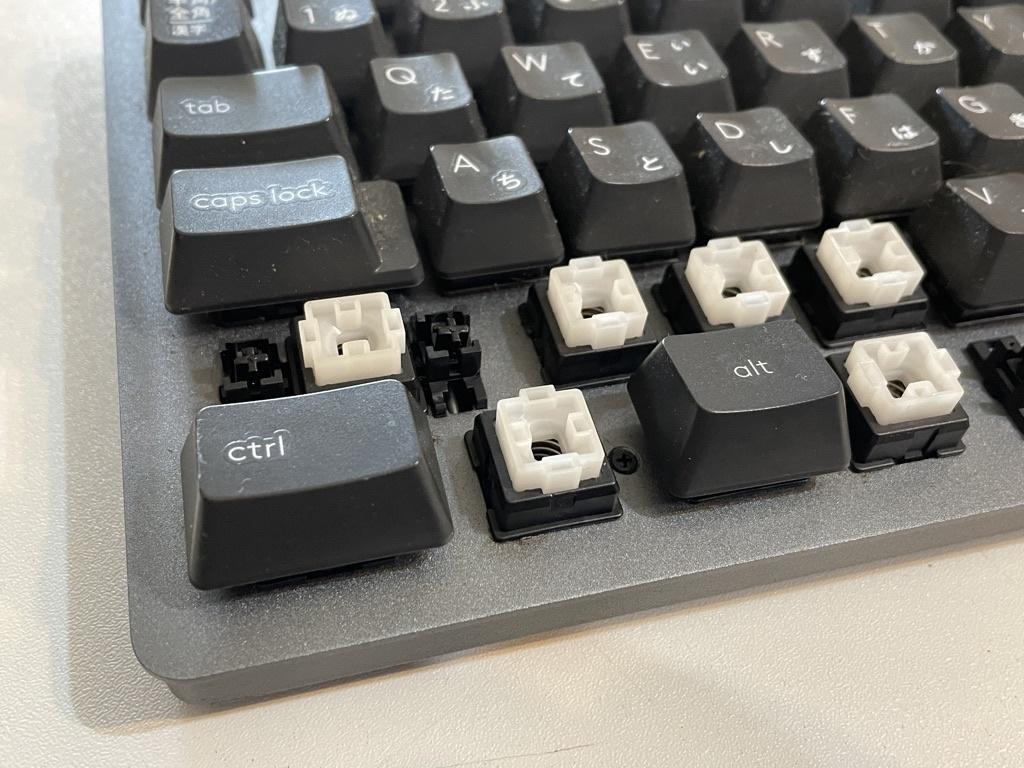 キーを取り外したキーボード