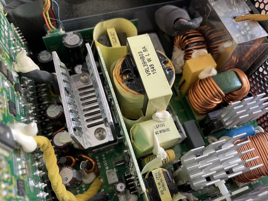 清掃した電源ユニット