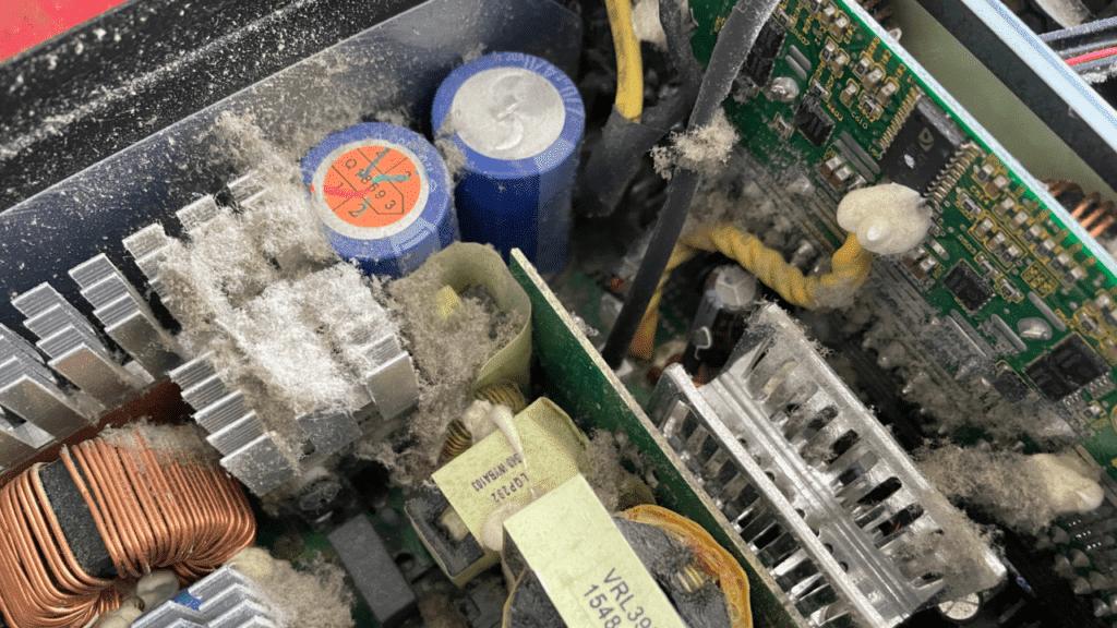 パソコンクリーニングの重点は電源ユニットを分解しても行うべきですよぉぉぉ