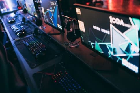 ゲーミングパソコンが爆売れ状態のワケとゲーム機が今でも売れ続けている理由